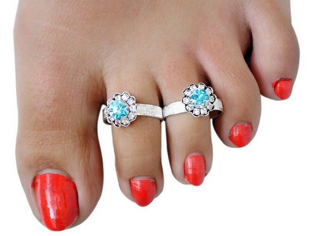 Blue diamond toe ring